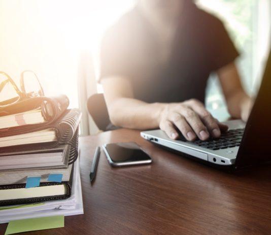 Lumière sur le concept de Side HustleRevenus complémentaires et entreprenariat sans risque